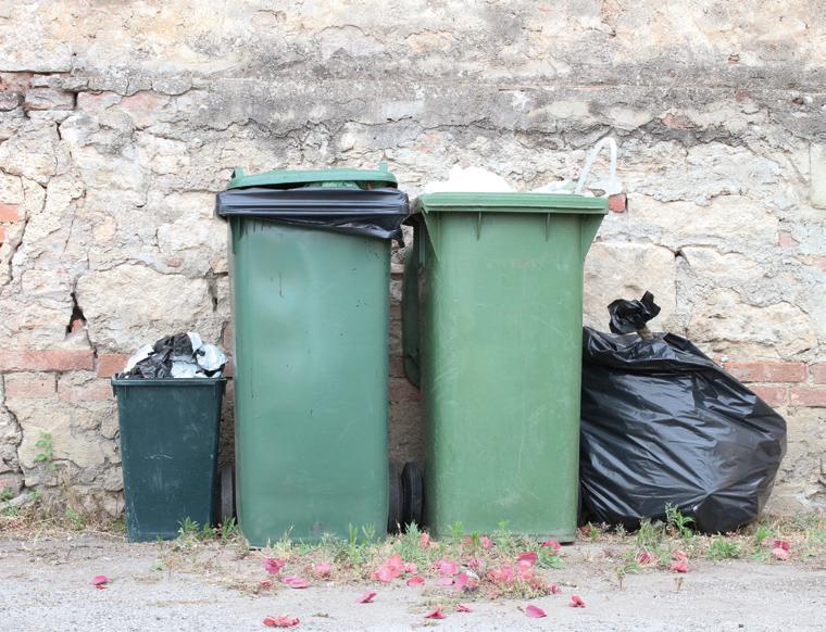 contenitori spazzatura vecchi